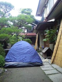 即席キャンプ